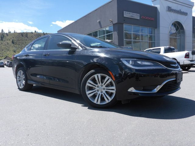 Chrysler 200 Limited >> Pre Owned 2015 Chrysler 200 Limited Fwd 4dr Car